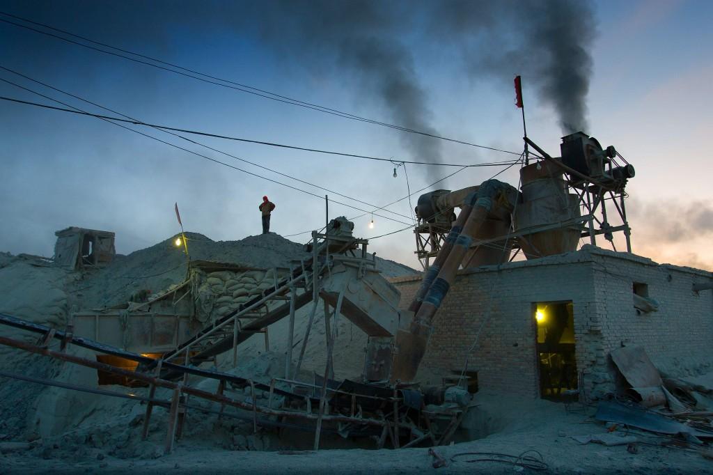 Plunder-hi-res-300dpi-asbestos-mine-Qinghai_sm